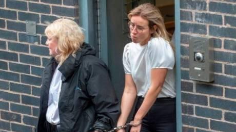 Στη φυλακή η σωφρονιστική υπάλληλος που έκανε σεξ με κρατούμενο στο κελί του