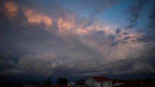 Καιρός: Πού θα σημειωθούν βροχές και καταιγίδες την Τρίτη