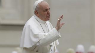 Πάπας Φραγκίσκος στους κομμωτές: Μην κουτσομπολεύετε