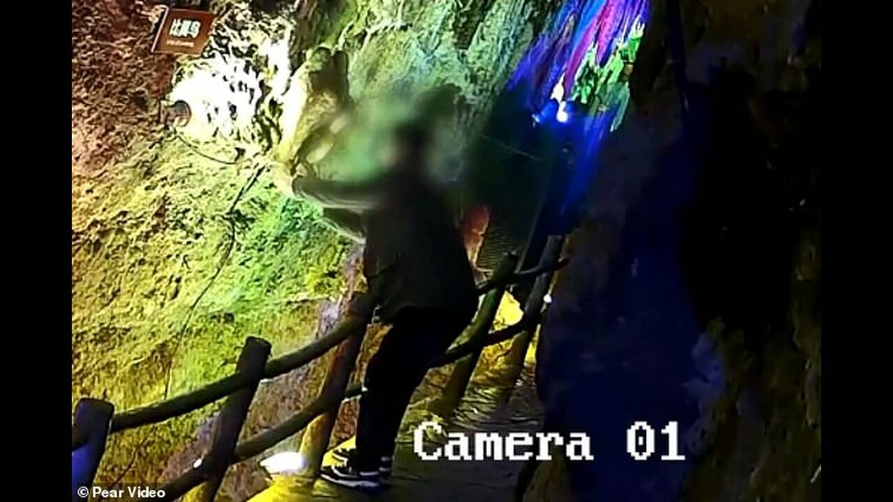 https://cdn.cnngreece.gr/media/news/2019/04/30/174830/photos/snapshot/12851938-6971335-The_footage_shows_one_of_the_men_was_walking_along_the_cave_s_ma-a-54_1556532332803.jpg
