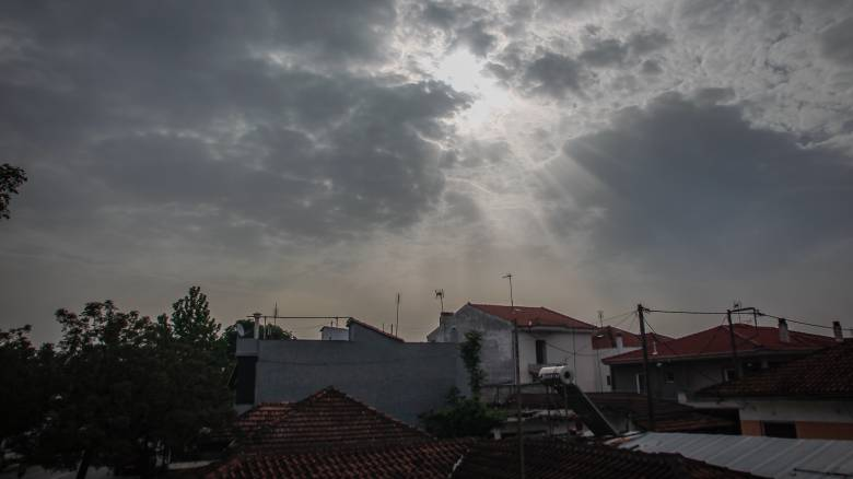 Βροχερός ο καιρός την Πρωτομαγιά - Σε ποιες περιοχές θα είναι έντονα τα φαινόμενα