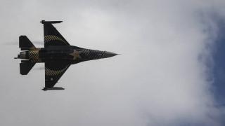 Χαμηλή πτήση τουρκικού F-16 πάνω από τη νήσο Ρω