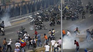 Βενεζουέλα: Στρατιωτικά οχήματα κατά πολιτών - Προς άγνωστη κατεύθυνση έφυγε ο Γκουαϊδό