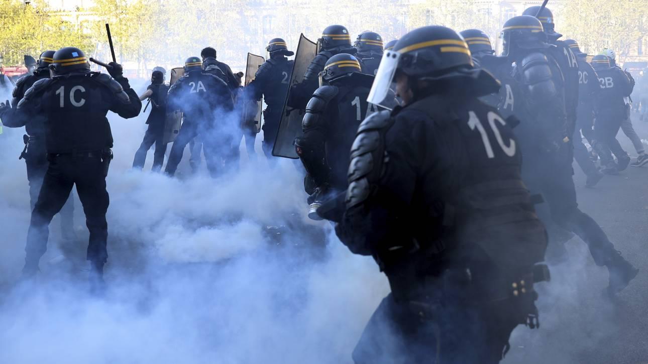 Γαλλία: Κίτρινα γιλέκα και «εξτρεμιστές» κατεβάζουν στους δρόμους 7.400 αστυνομικούς