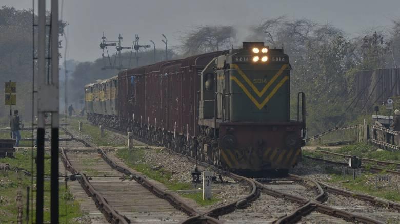 Ινδία: Νεκροί τρεις έφηβοι που έβγαζαν selfie στις ράγες τρένου