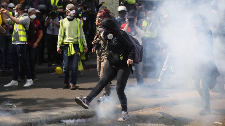 Πρωτομαγιά στο Παρίσι: Άγριες συγκρούσεις μεταξύ διαδηλωτών και αστυνομίας