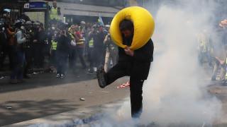 Πρωτομαγιά: Πεδίο μάχης το Παρίσι - Δεκάδες προσαγωγές