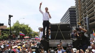 Καζάνι που βράζει η Βενεζουέλα: Ξανά στους δρόμους οι υποστηρικτές του Γκουαϊδό