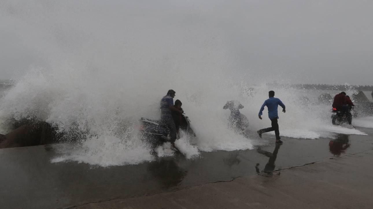 Συναγερμός στην Ινδία για τον κυκλώνα Φάνι – Απομακρύνονται 800.000 άνθρωποι