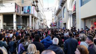 Ενδιάμεσες εκπτώσεις 2019: Ποιες ώρες θα είναι ανοιχτά τα μαγαζιά την Κυριακή
