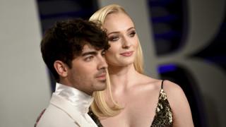 Γάμος - έκπληξη: Η «Σάνσα» του GoT παντρεύτηκε τον Τζο Τζόνας στο Λας Βέγκας