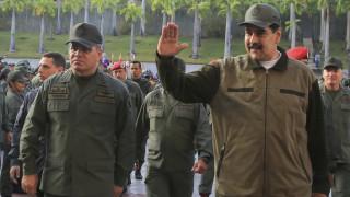 Βενεζουέλα: Ο Μαδούρο καλεί το στρατό να «αγωνιστεί εναντίον των πραξικοπηματιών»