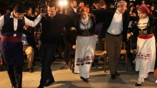 Τσίπρας και Πολάκης χόρεψαν κρητικά στο Χουδέτσι