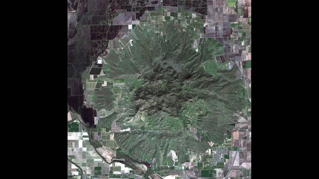 https://cdn.cnngreece.gr/media/news/2019/05/03/175174/photos/snapshot/alienlandscapes5.jpg