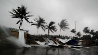 Ο ισχυρός κυκλώνας Φάνι «σφυροκοπά» την Ινδία