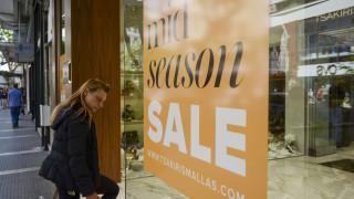 Ενδιάμεσες εκπτώσεις 2019: Δείτε ποιες ώρες θα είναι ανοιχτά τα μαγαζιά την Κυριακή