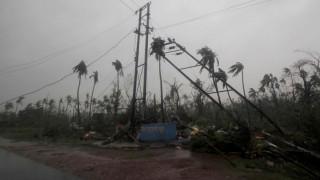 Εικόνες Αποκάλυψης στην Ινδία: Συνεχίζει την επέλασή του ο φονικός κυκλώνας Φάνι