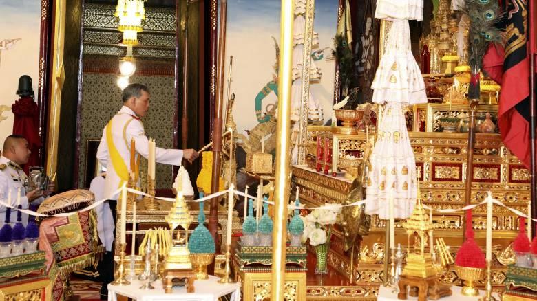 Παράδοση και χλιδή: Ξεκίνησε η τριήμερη τελετή στέψης του βασιλιά της Ταϊλάνδης