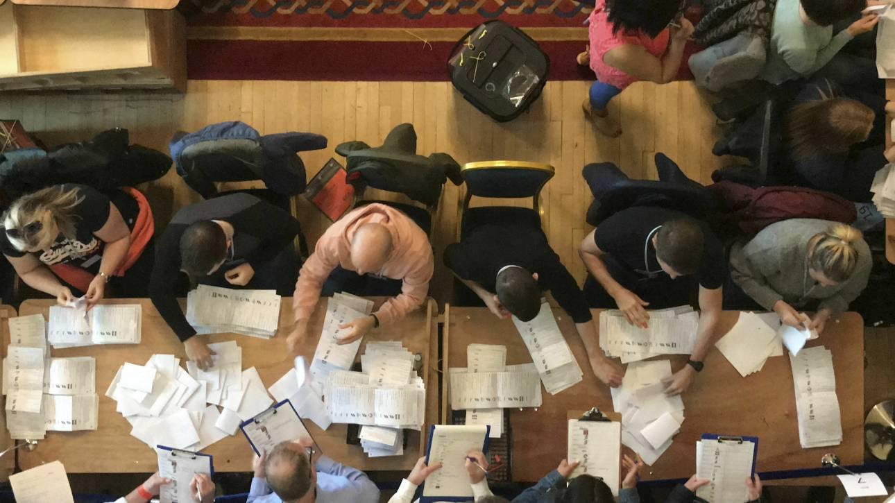 Βρετανία: «Βούλιαξαν» οι Συντηρητικοί στις τοπικές εκλογές
