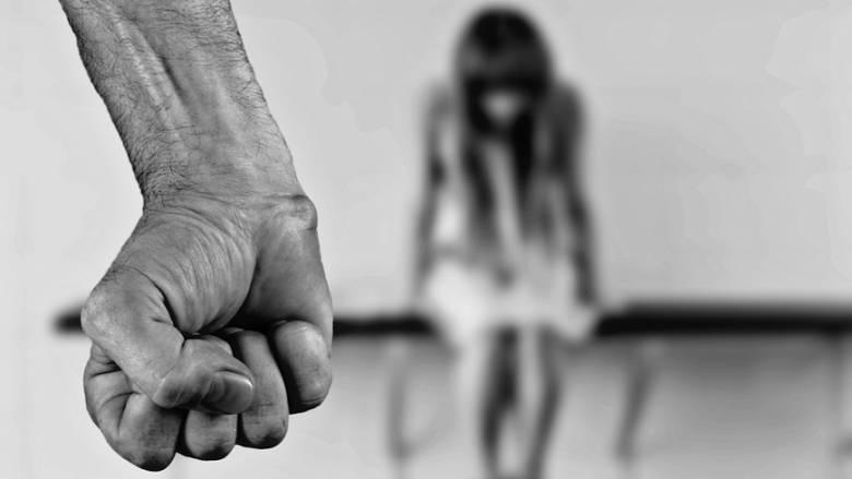 Κτήνος άφησε έγκυο και βίασε την ανήλικη κόρη του πάνω από 1.800 φορές