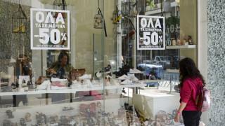 Ενδιάμεσες εκπτώσεις: Τι ώρα κλείνουν σήμερα τα καταστήματα