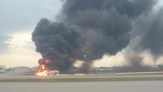 Θρίλερ με αεροπλάνο στη Ρωσία: Τυλίχτηκε στις φλόγες - Ένας νεκρός και τραυματίες