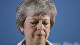 Βρετανία: Το 82% των Τόρις θέλει παραίτηση της Μέι