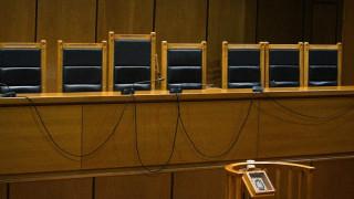 Ένωση Δικαστών και Εισαγγελέων: «Οι απειλές του Ρουβίκωνα συνιστούν κλασσική φασιστική μέθοδο»