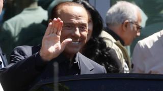 Βγήκε από το νοσοκομείο ο Μπερλουσκόνι και είναι έτοιμος για τις ευρωεκλογές