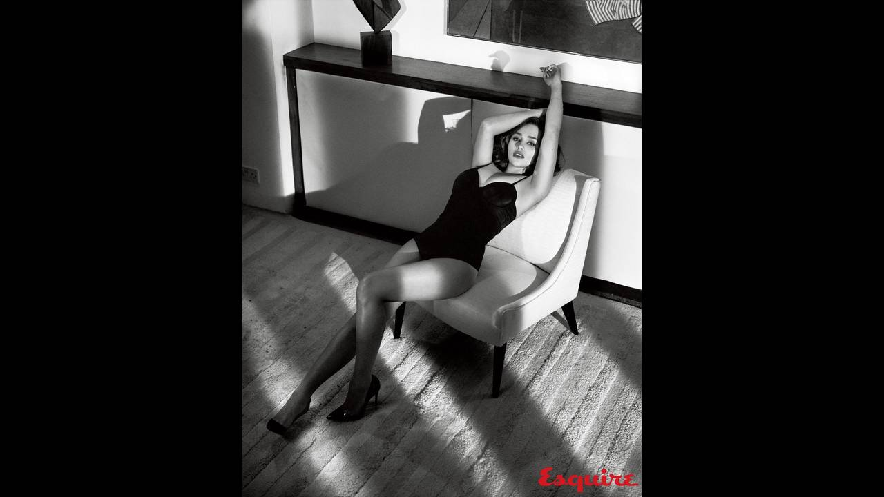 https://cdn.cnngreece.gr/media/news/2019/05/06/175598/photos/snapshot/Emilia-Clarke-Esquire1.jpg