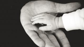 Σητεία: Ένοχος αλλά ατιμώρητος ο πατέρας που σκότωσε το παιδί του πετώντας το κινητό