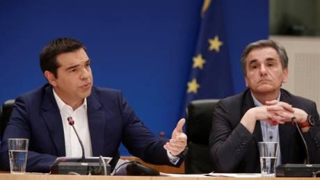 Πιέσεις στα ελληνικά ομόλογα μετά τις κυβερνητικές εξαγγελίες