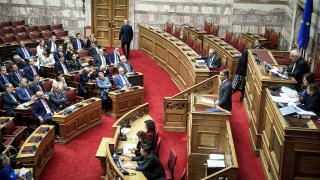 Ένταση στη Βουλή: Κατατέθηκε η τροπολογία της ΝΔ για τη μη κατάργηση του αφορολόγητου
