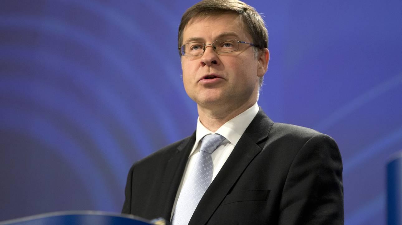 Ντομπρόβσκις για παροχές Τσίπρα: Η Ελλάδα να τηρήσει τους δημοσιονομικούς της στόχους