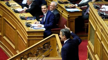 Μετωπική κόντρα Τσίπρα - Μητσοτάκη με βαριές εκφράσεις και φόντο την ψήφο εμπιστοσύνης