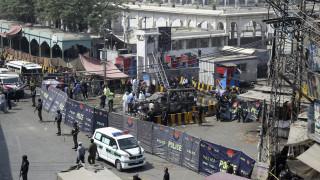 Βίντεο - σοκ από την έκρηξη σε τέμενος στο Πακιστάν