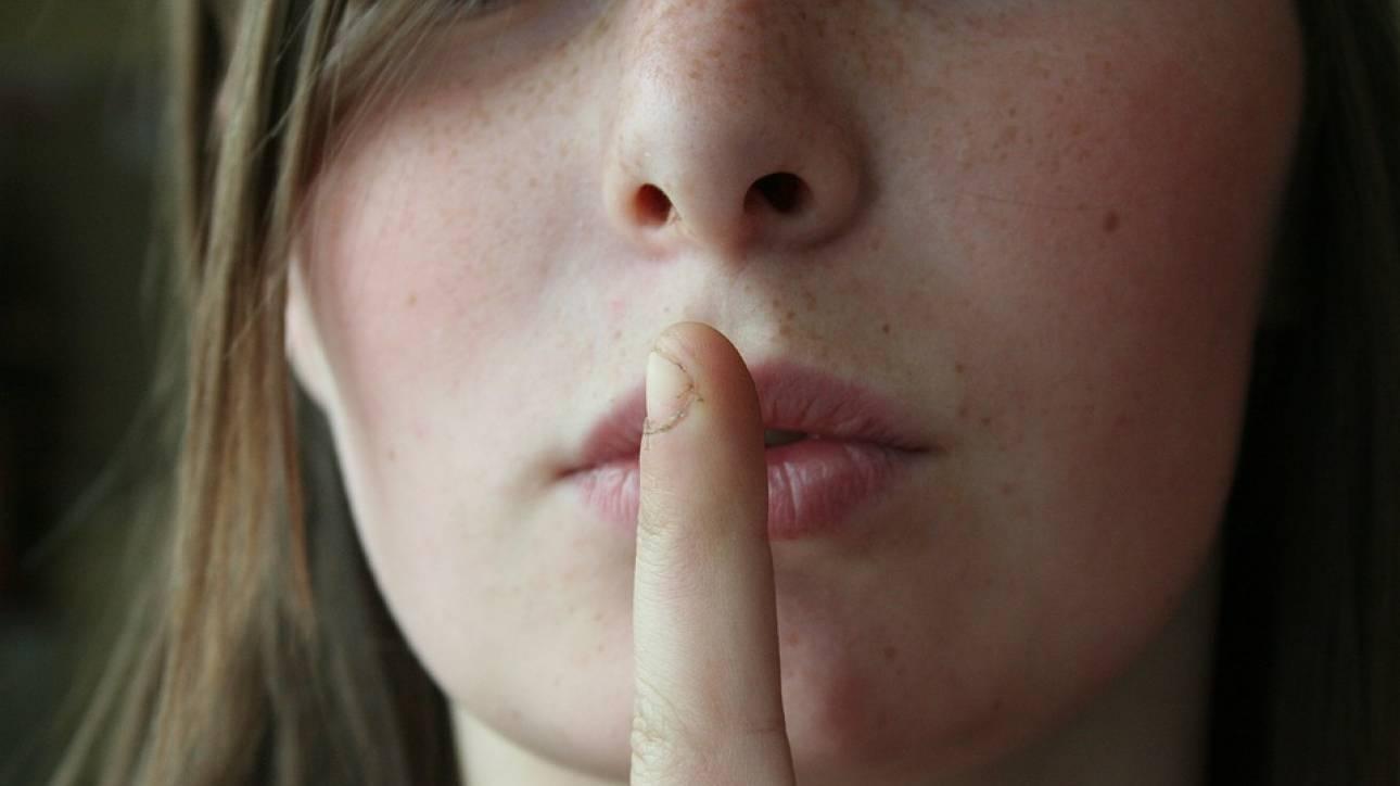 Αυτή η πόλη απαγόρευσε διά νόμου το κουτσομπολιό