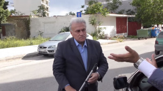 Προεκλογικό σποτ: Ο «τιμωρός» Ψωμιάδης δίνει ένα… μάθημα σε ασυνείδητο οδηγό
