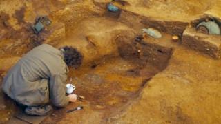 Βρετανία: Μυστήριο με συγκλονιστικά ευρήματα σε ταφικό θάλαμο αντίστοιχο του Τουταγχαμών