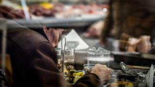 Αναστάτωση στην αγορά τροφίμων - ποτών για το «μισό» ΦΠΑ