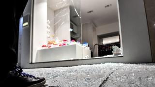 Επίθεση κουκουλοφόρων στο κέντρο της Αθήνας: Χιλιάδες ευρώ το εκτιμώμενο κόστος των ζημιών
