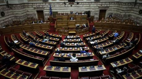 Ψήφος εμπιστοσύνης: Έπεσαν οι τόνοι στη Βουλή