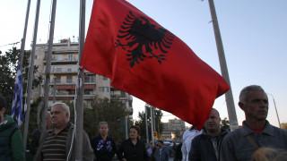 Αλβανία: Βανδάλισαν τις νέες δίγλωσσες πινακίδες που τοποθετήθηκαν στο Δήμο Φοινίκης