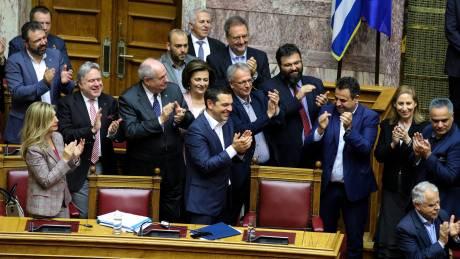 Ψήφος εμπιστοσύνης: 152 +1 «ναι» στην κυβέρνηση