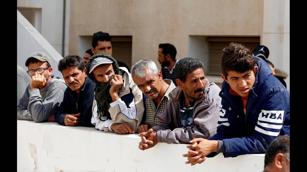 https://cdn.cnngreece.gr/media/news/2019/05/11/176205/photos/snapshot/2018-06-04T121013Z_1529283899_RC1D14A79280_RTRMADP_3_EUROPE-MIGRANTS-TUNISIA.jpg