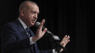 Στη «μέγγενη» διεθνών πιέσεων ο Ερντογάν