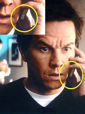 Ted 2 Ο πρωταγωνιστής σε όλες τις σκηνές κρατάει το τηλέφωνο του ανάποδα. Αυτό είναι εμφανές από κουμπί κλειδώματος. Δεν βαριέσαι... Σήμα να έχει.