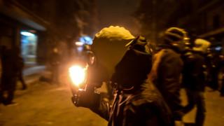 Νύχτα έντασης στην Αθήνα: Μολότοφ έξω από τον ΣΥΡΙΖΑ και στα Εξάρχεια