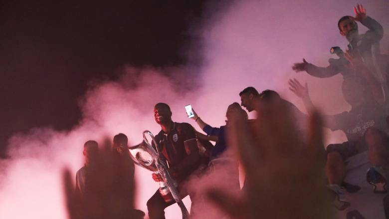 Νταμπλούχος Ελλάδας ο ΠΑΟΚ: Πήρε «φωτιά» η Θεσσαλονίκη – Ξέφρενο πάρτι για την κατάκτηση του νταμπλ