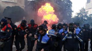 Μολότοφ και επεισόδια στα Τίρανα: Δεκάδες τραυματίες στις βίαιες διαδηλώσεις κατά Ράμα